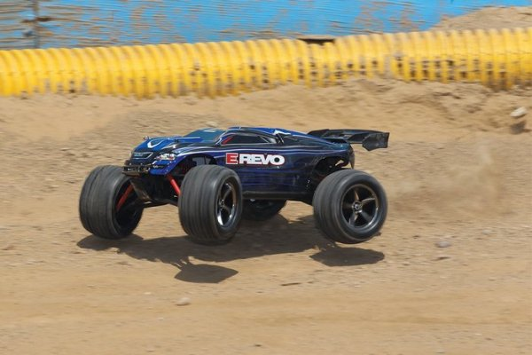 1/16 EP 4WD TRAXXAS E-REVO MONSTER TRUCK - zestaw RTR AUTO RC