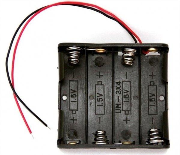 Koszyk na baterie R6x4 z kabelkiem