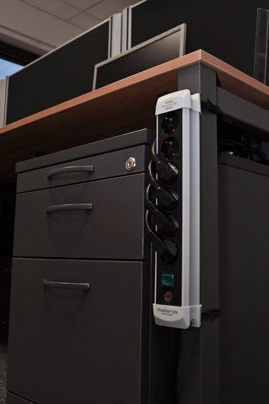 Brennenstuhl Premium black S 8x