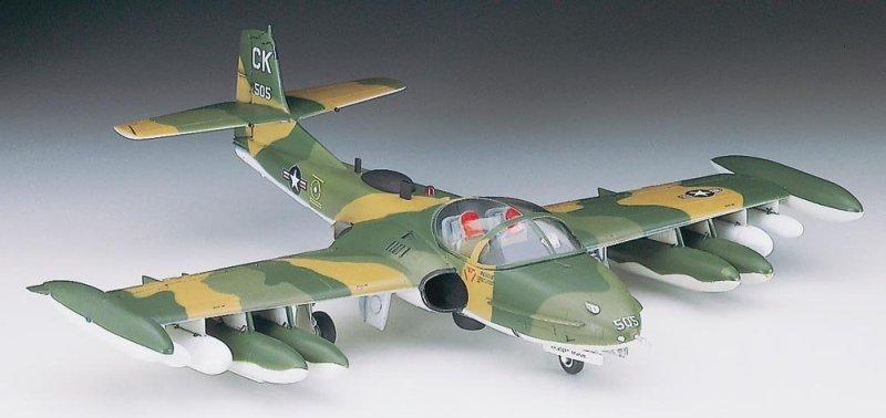 Hasegawa A12 1/72 A-37A/B Dragonfly (U.S. Air Force Counterinsurgency Attack Aircraft)