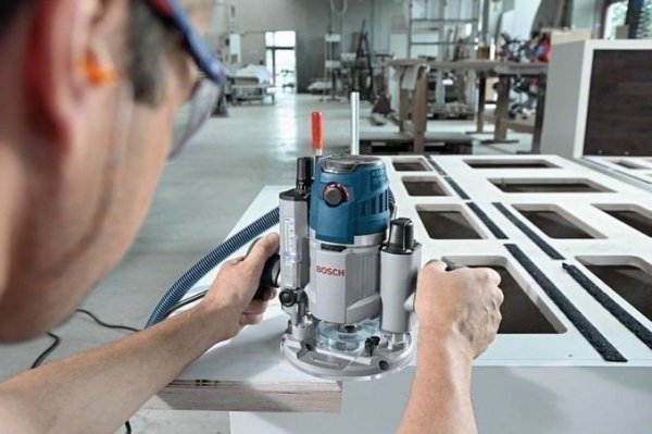 Frezarka górnowrzecionowa Bosch GOF 1600 CE Professional