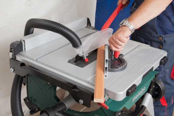 Stołowa pilarka tarczowa Metabo TS 216 1500W z postawą i funkcją wózka