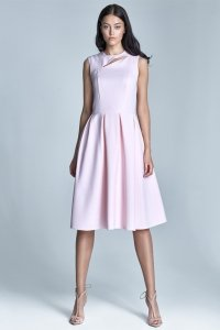 Jasnoróżowa sukienka z rozkloszowanym dołem - S73