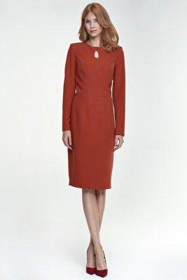 Sukienka w rdzawym kolorze z łezką na dekolcie - S79