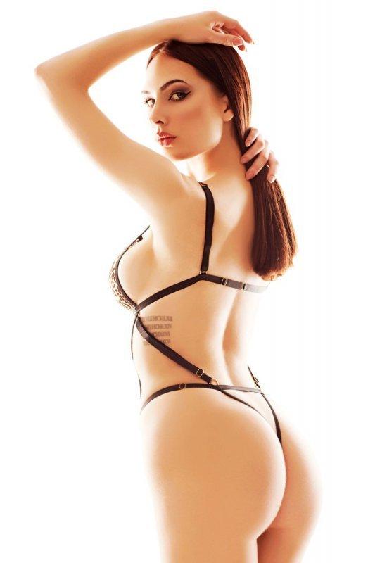 Anais Lucky body