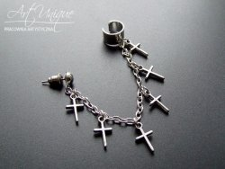 Nausznica i kolczyk z łańcuszkiem i krzyżykami kolor srebrny