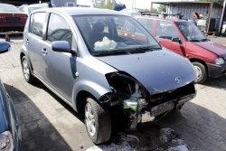 Zwrotnica przód prawa Daihatsu Sirion 2007 1.3i 5D