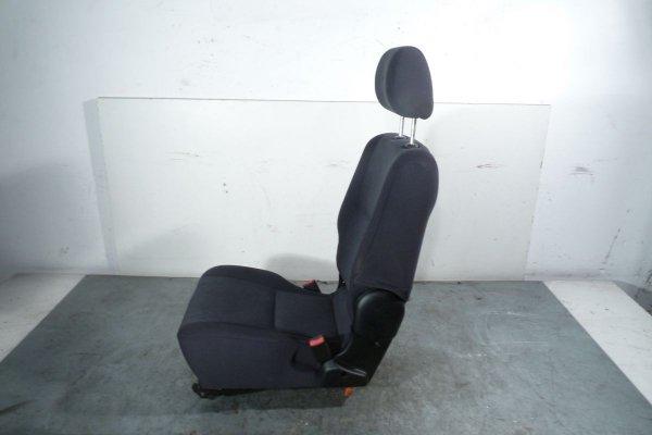 Fotel tył rząd III Toyota Avensis Verso 2002 2.0D4D