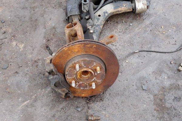 Zwrotnica przód lewa Ford Fusion 2007 1.4TDCi