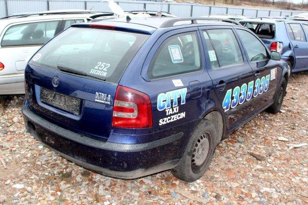 Lusterko lewe Skoda Octavia 1Z 2007 Kombi