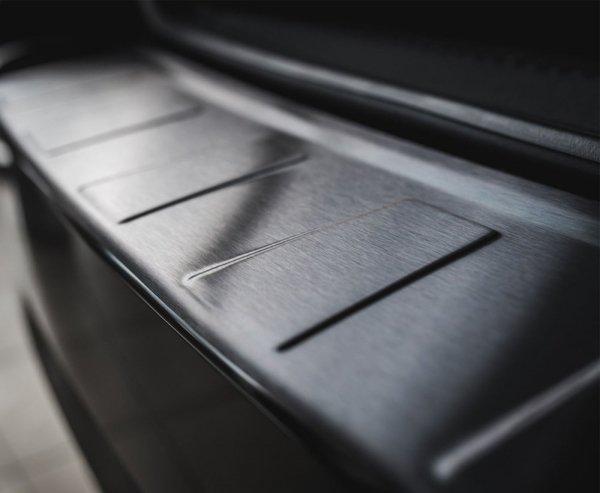 Volvo XC90 II od 2015 Nakładka na zderzak TRAPEZ Czarna szczotkowana
