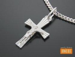 Krzyżyk srebrny diamentowany z Jezusem