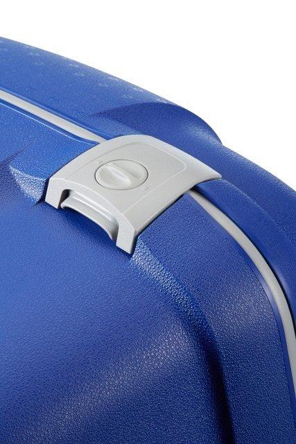 Bagaż zapinany na trzy mocne zatrzaski