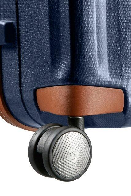 Bagaż posiada cztery podwójne koła