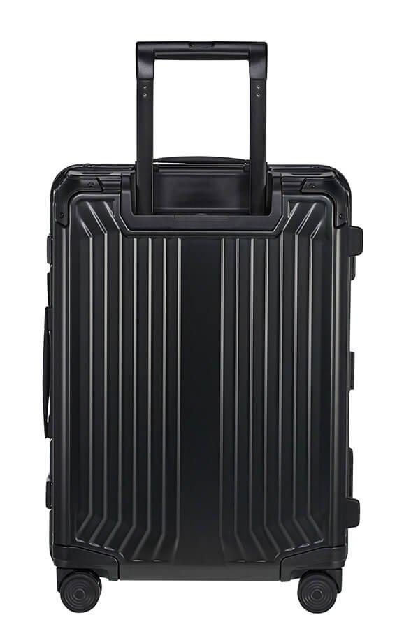 Bagaż posiada wysuwany teleskopowy stelaż oraz cztery mocne podwójne koła do komfortowego prowadzenia bagażu
