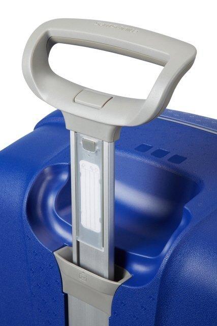 Stopniowany, wyciągany stelaż do wygodnego prowadzenia bagażu oraz wbudowany indentyfikator