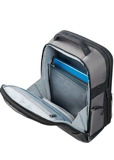 plecak posiada dwie komory. Jedna komora obszerna z segregatorem na dokumenty