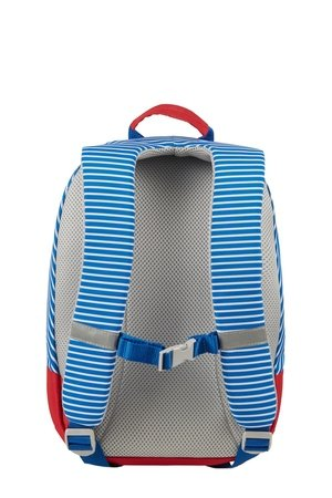 Plecak posiada zapięcie piersiowe oraz szelki w kształcie litery s , co uniemożliwia zsuwanie się z ramion