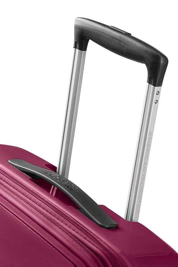 Bagaż posiada wyciągany stopniowany stelaż do wygodnego prowadzenia