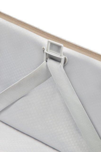 Bagaż posiada wewnątrz mocowania na pasy spinające, co umożliwia szybkie i wygodne pakowanie