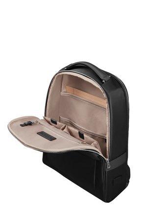 Plecak posiada miejsce na dokumenty w przedniej komorze