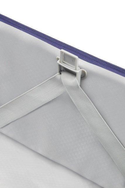 Bagaż posiada mocowania na pasy spinające, które umożliwiają łatwe i szybkie pakowanie