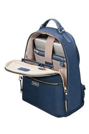 Plecak posiada jedną komore oraz jedną zewnętrzną kieszeń od frontu zamykaną na suwak z ozdobnym metalowym złotym elemetnem. Plecak wewnątrz posiada miejsce na laptopa, tablet oraz miejsce na telefon