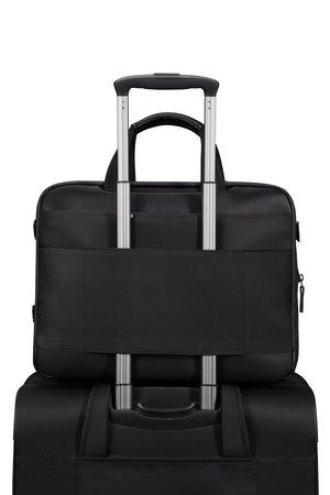Torba posiada materiałowy tunel, który umożliwia nałożenie torby na stelaż bagażu