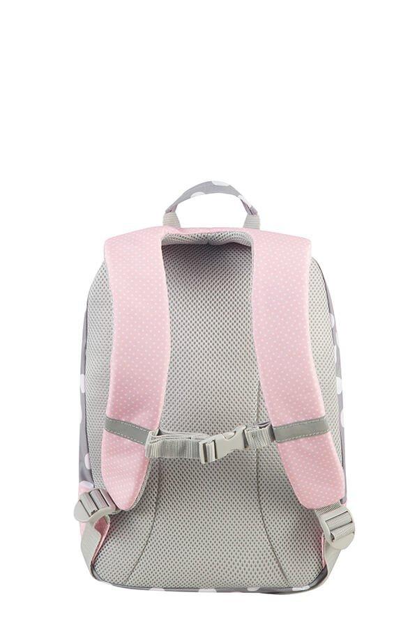 Plecak posiada zapięcie piersiowe, które zabezpiecza przed opadaniem szelek