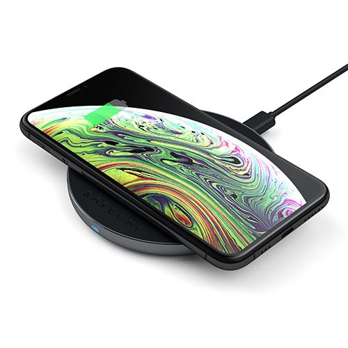 Satechi Bezprzewodowa aluminiowa ładowarka QC Qi USB-C w kolorze gwiezdnej szarości (Space gray)