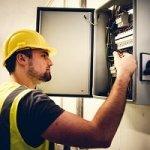 Niezbędnik elektryka, czyli jakie narzędzia powinien posiadać każdy profesjonalista
