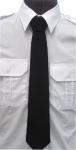 krawat koloru czarnego