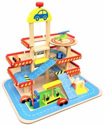 Duży drewniany garaż/parking z windą i akcesoriami