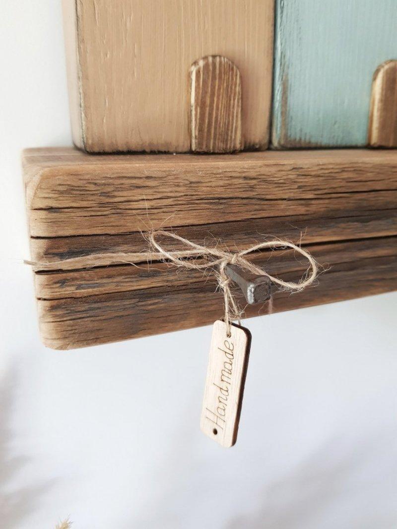 Drewniany wieszak na klucze domki kolorowe