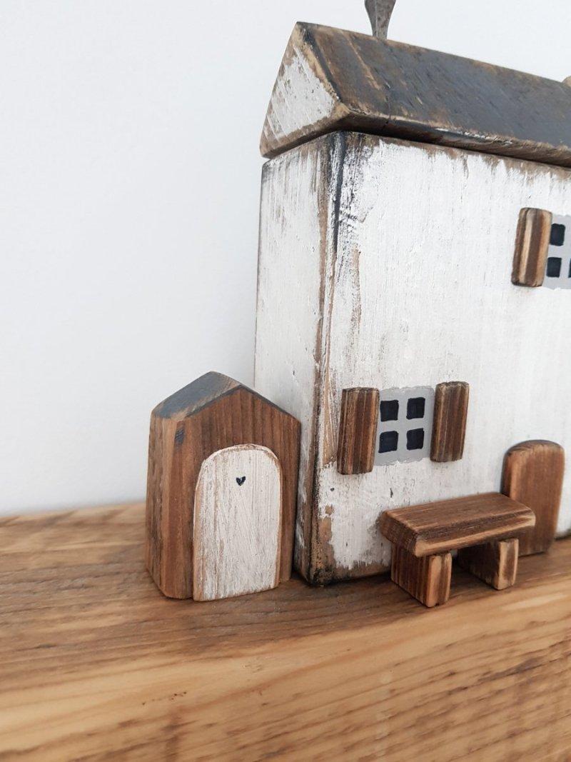 Drewniana dostawka do domku brązowa