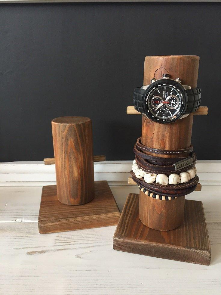 Drewniany stojak na zegarek orzech