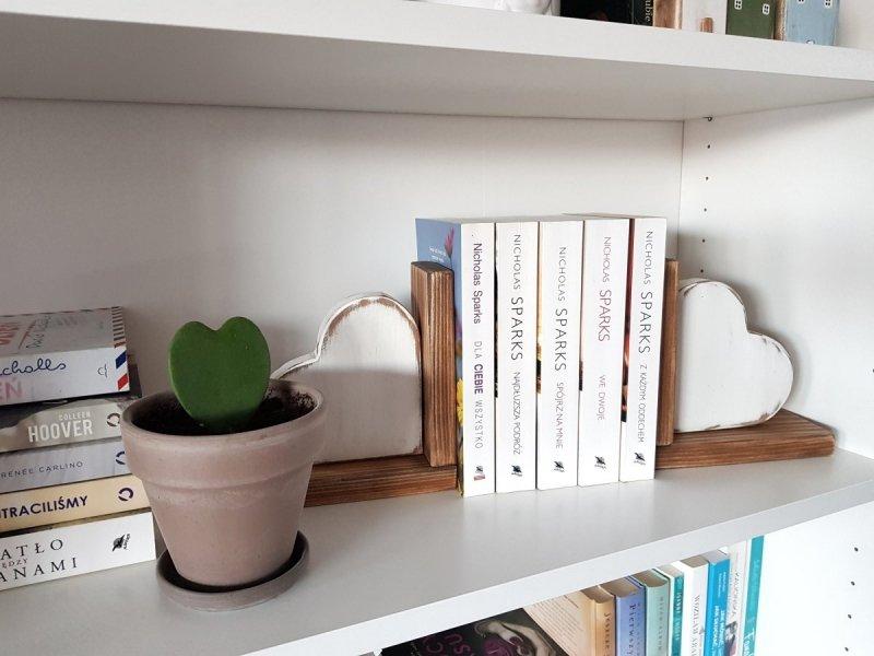 Drewniana podpórka na książki serce PRAWA/LEWA