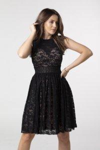 koronkowa sukienka z rozkloszowanym dołem