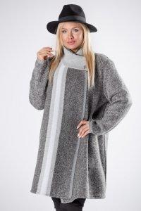 dzianinowy sweter o pudelkowym kroju