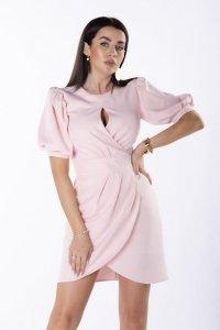 sukienka z rozcięciem na biuście