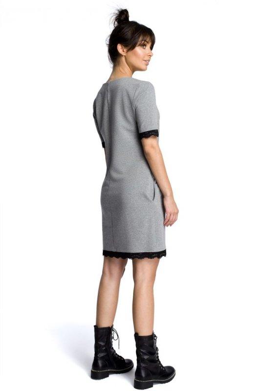 B077 Sukienka z koronką szara