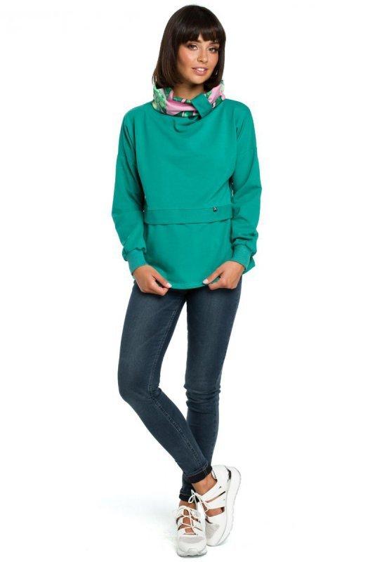 B084 Bluza z wysokim kołnierzem we wzór zielona