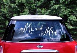 Naklejka ślubna na samochód Mr and Mrs.