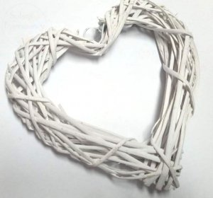 Serce ratanowe puste białe  30 x 25 cm