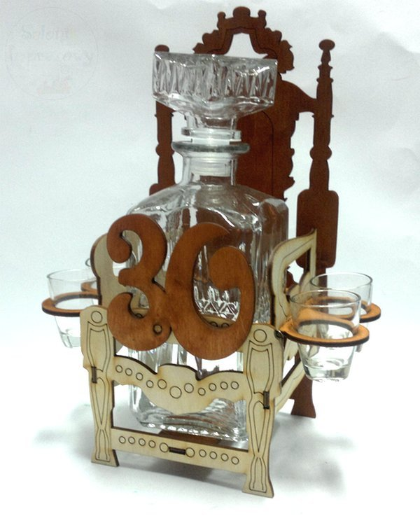 Karafka z kieliszkami Tron na 30-te urodziny
