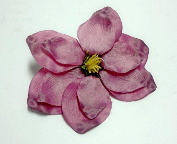 """Kwiat sztuczny """" MAGNOLIA """" w kolorze fioletowym"""