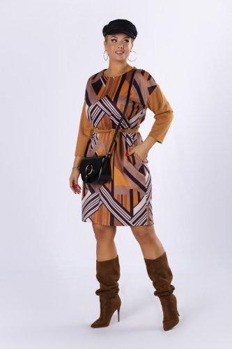 dzianinowa sukienka z wiązaniem w pasie