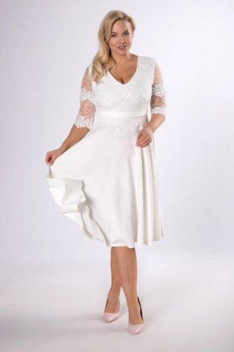 rozkloszowana sukienka z gipiurowym wykończeniem