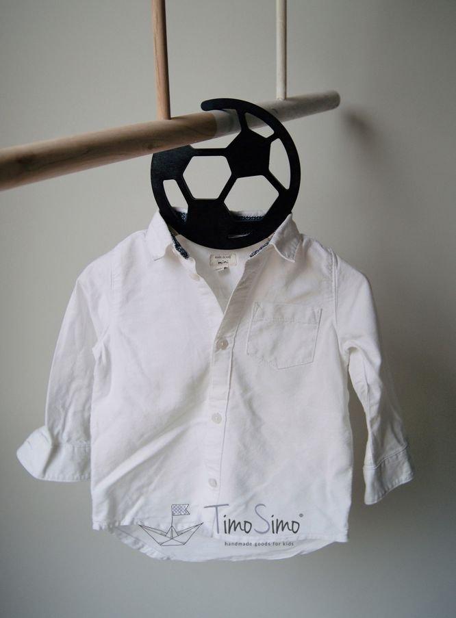Wieszak na ubranka dla chłopca