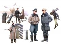 ICM 48086 WWII German Luftwaffe Pilots and Ground Personnel in Winter Uniform (1:48)